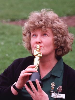 Brenda Fricker with her Oscar in 1990