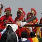 Ruben Enaje endures his 25th crucifixion<span class=