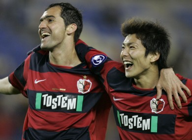 Yuzo Tashiro (right) celebrates with former Kashima Antlers team-mate Danilo (file photo).