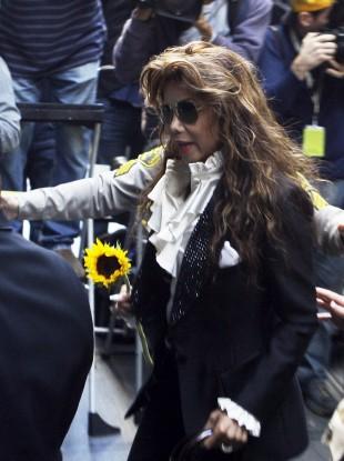 Latoya Jackson arriving at the courthouse
