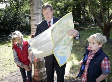 Taoiseach Enda Kenny launches National Trails Day with help from Eabha Last and Daniel Hayes.