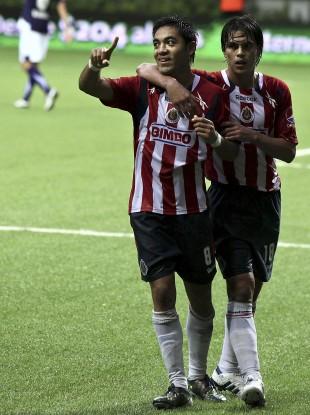 Marco Fabian de la Mora (left), pictured last year