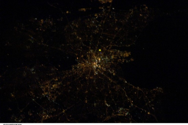 NASAs Spectacular Satellite Photos Of Cities At Night TheJournalie - Satellite map of us at night