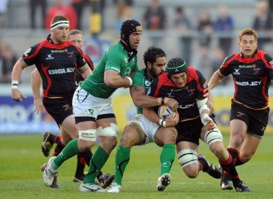 Robert Sidoli is tackled by Fetu'u Vainikolo.
