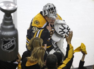 Boston netminder Tim Thomas tells Bruins fans to keep smiling