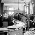 The scene inside 'Oceanic House', the London headquarters of the White Star Line, as the news emerges that its 'unsinkable ship' Titanic had struck an iceberg and sank. (PA Archive/PA Images)