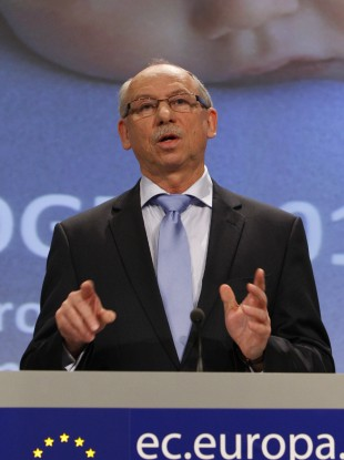 The commissioner for financial programming and budget within the EU, Janusz Lewandowski (file photo)