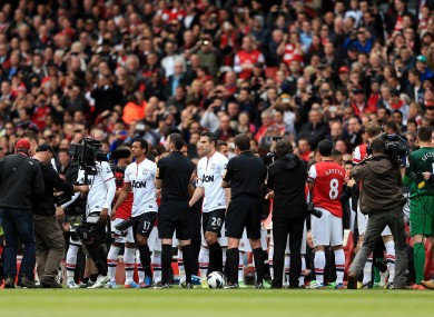 Arsenal players form a guard of honour for Premier League Champions Manchester United.