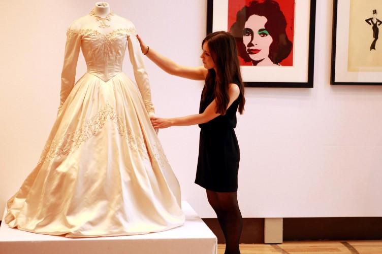 Sold Elizabeth Taylors Wedding Dress Cobains Guitar And Bonds Watch