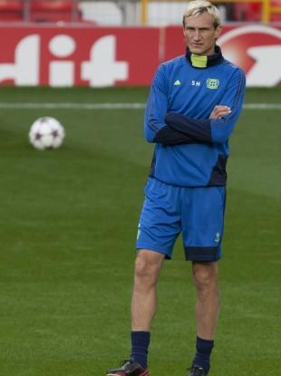 Bayer Leverkusen head coach Sami Hyypia watches as his team trains at Old Trafford Stadium last night.