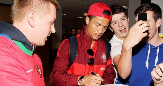 Snapshot: Ronaldo welcomed to Belfast by fan grabbing a quick selfie