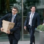 Workers leave the Lehman Brothers headquarters at Canary Wharf in London<span class=
