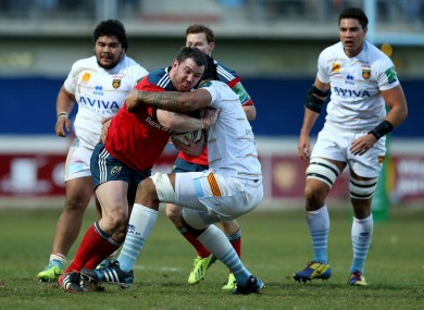 Munster's Damian Varley tackled by Sebastien Vahaamahina.