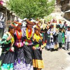 Partake in a festival with the Kalash, an indigenous people who live in Pakistan's Rumbur Valley. They live without electricity, phones, and newspapers, and are known for throwing harvest celebrations that draw foreign and domestic tourists alike.<span class=