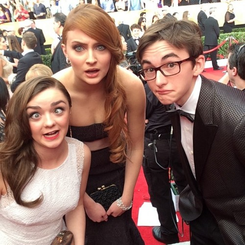 Game of Thrones @maiswills @sophie_789 and #isaachempsteadwright getting silly. #winteriscoming #gameofthrones #sagawardsselfie