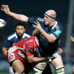 Paul O'Connell offloads in the tackle.<span class=