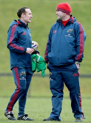 Foley speaking with potential Munster backs coach, current skills and kicking coach Ian Costello.