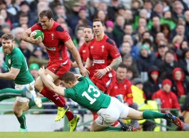 Roberts carries the ball as Brian O'Driscoll stretches in an effort to make the tackle.
