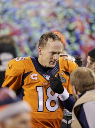 Manning leaves the field after the heavy defeat in New Jersey.