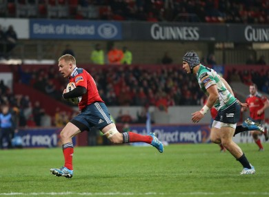 Munster's Keith Earls scores their first try.