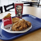 Paul Tudor Jones orders his traders fried chicken on Fridays when they've had a good week. If they had a down week, they get sushi. Apparently PTJ loves Kentucky Fried Chicken.<span class=