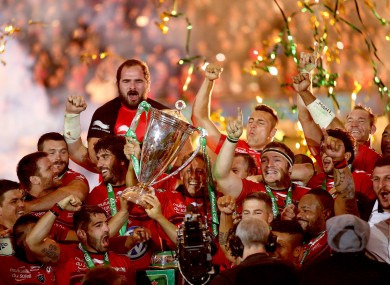Jonny Wilkinson lifts the Heineken Cup for Toulon.