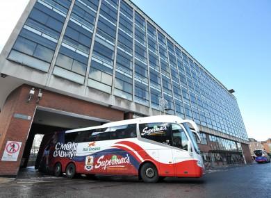 transport minister defends bus route privatisation plan. Black Bedroom Furniture Sets. Home Design Ideas