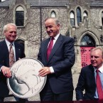 Reynolds with film star Paul Newman at Barretstown Castle in Kildare.<span class=