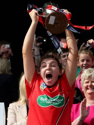 Niamh Mallon lifts the cup.