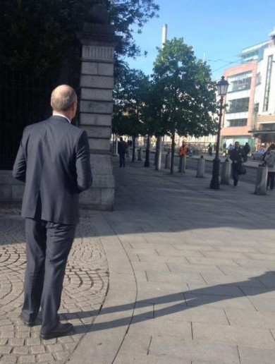 A power interruption from Enda – as Fine Gael picks the WRONG day to canvass Luas passengers