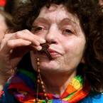 A woman kisses her rosary beads at Dublin Castle today. <span class=