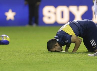 Carlos Tevez kisses the grass of the Bombonera stadium.