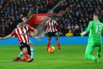 Yoshida maintains 10-man Southampton's surge