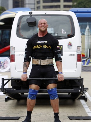 Hafthor Bjornsson competing in 2013.