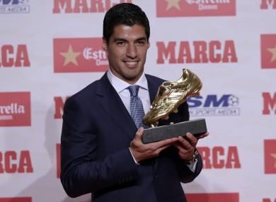 Luis Suarez collects his Golden Shoe.