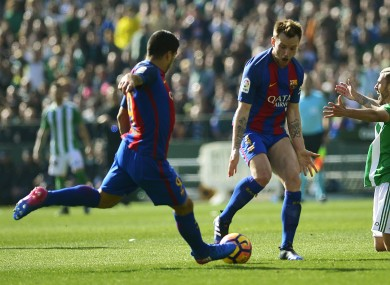 Luis Suarez (L) and Ivan Rakitic during Barcelona's draw with Real Betis