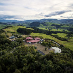 On a hilltop overlooking New Zealand's Coromandel Peninsula, Manawa Ridge merges eco-living with adventure outings.<span class=