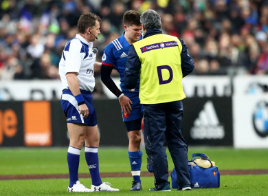 Matthieu Jalibert left the field injured in the first half.