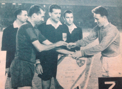 Shelbourne captain Theo Dunne (right) exchanges pennants with Barcelona captain Sígfrid Gracia.