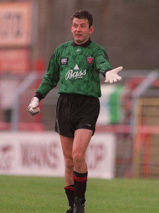 Henderson pictured in 1993 during his days as a player with Bohemians.