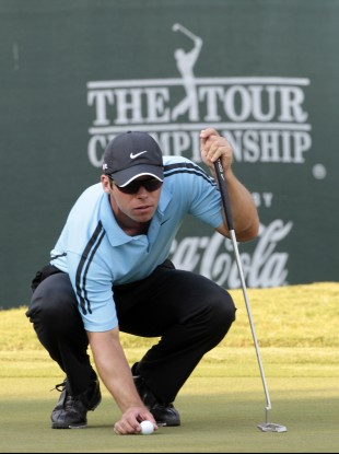 Paul Casey lines up his putt on the 18th green during first-round play in The Tour Championship
