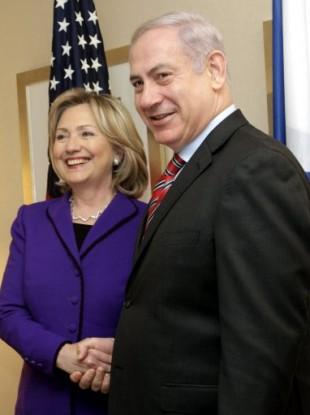 US Secretary of State Hillary Rodham Clinton, left, shakes hands with Israeli Prime Minister Binjamin Netanyahu.