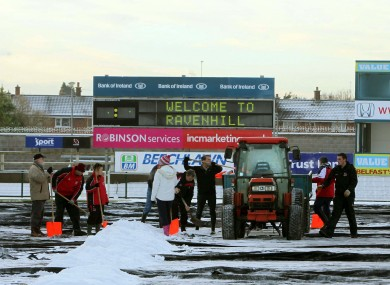 Fans and players brave the cold to help Ulster Rugby staff clear snow from the pitch at Ravenhill ahead of Saturday's Heineken Cup match against Bath.