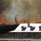 A wildfire threatens a house near Possum Kingdom, Texas. Image: AP Photo/LM Otero