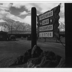 The entrance and gatehouse to the Manzanar camp. (Library of Congress, Prints & Photographs Division)