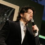 Brian Kennedy gives all Grafton Street revellers a tune yesterday evening. Photo Mark Stedman/Photocall Ireland