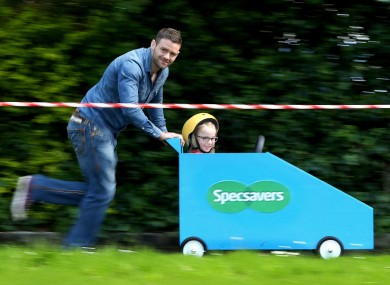 McFadden was joined by some super tough mini-fans at the launch of Specsavers' nationwide search for Ireland's most Unbreakable Friendship.