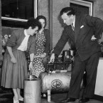 Male demonstrator and two interested housewives, c1950s<span class=