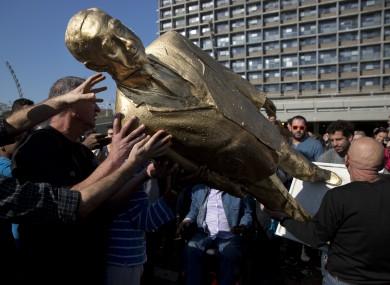People carry a statue of Israeli prime minister Benjamin Netanyahu.
