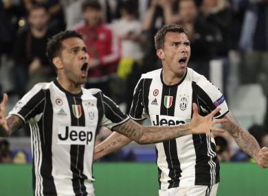 Juventus' Mario Mandzukic, right, celebrates after scoring his side's opening goal besides team mate Dani Alves.